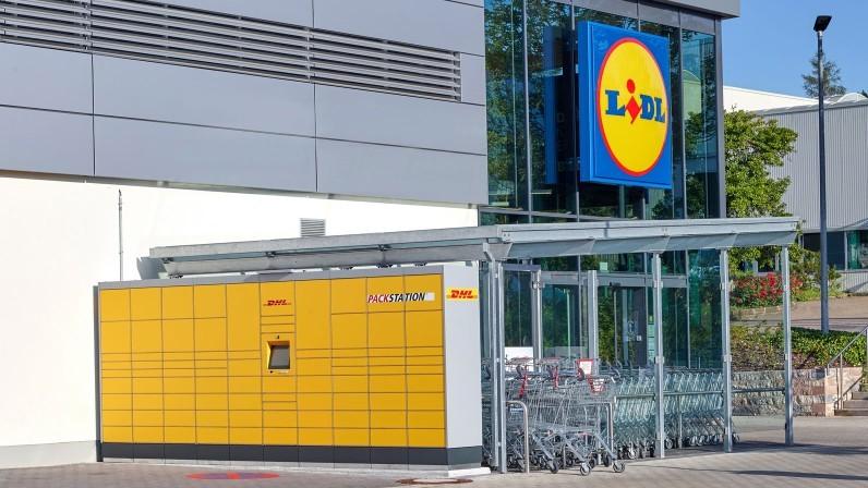 © Lidl | Kunden können das Einkaufen in der Lidl-Filiale komfortabel mit dem Empfangen und Versenden von DHL Paketen kombinieren.