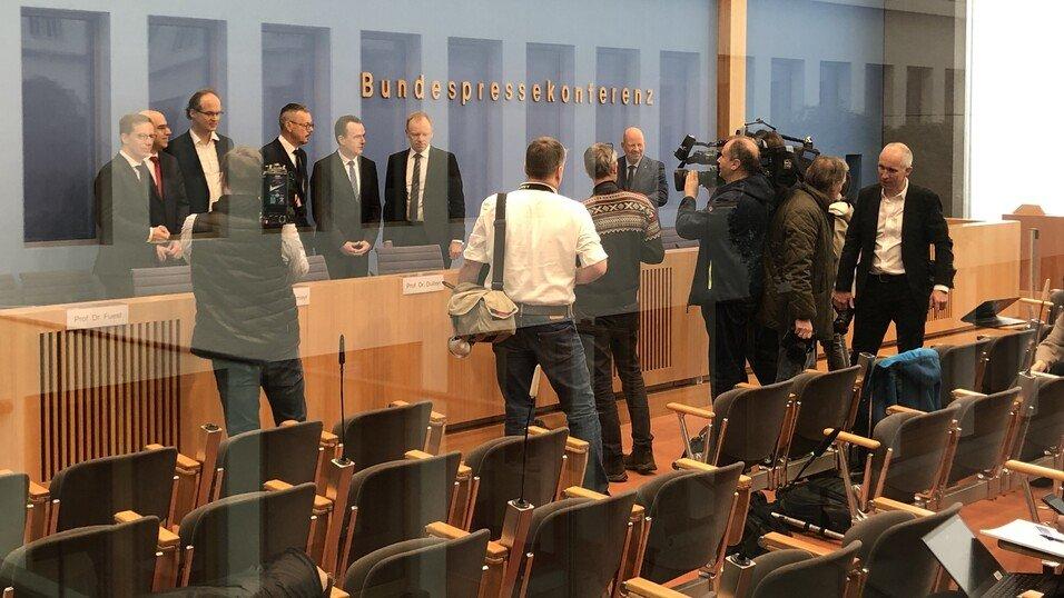 IW-Direktor Michael Hüther, Gabriel Felbermayr, Sebastian Dullien, Peter Bofinger, Jens Südekum, Clemens Fuest